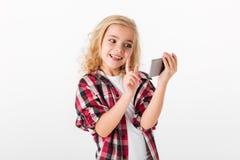 打比赛的一个激动的小女孩的画象 库存图片