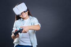 打电子游戏的愉快的高兴女孩 免版税库存图片