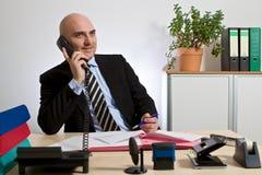 打电话与顾客的顾问 库存照片