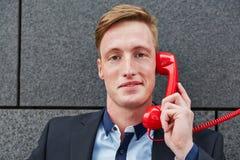 打电话的商人 图库摄影