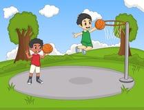 打篮球的孩子在公园动画片 库存图片
