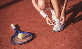 打网球的女孩 库存照片