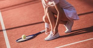 打网球的女孩 库存图片