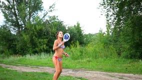打网球的泳装的女孩户外 影视素材