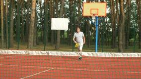 打网球的活跃健康生活方式人户外 股票视频