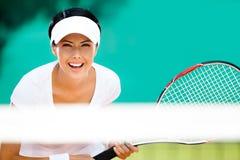 打网球的运动装的妇女 库存图片