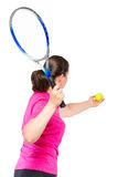打网球的活跃女孩,射击在白色的演播室 免版税库存图片