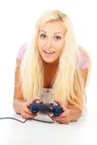 打计算机游戏的女孩 库存照片