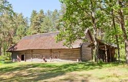 打谷的房子在拉脱维亚的民族志学露天博物馆 库存图片