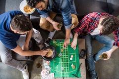 打轮盘赌比赛的人 免版税库存图片