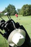 打高尔夫球使用 免版税库存图片