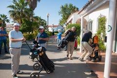 打高尔夫球在太阳海岸,马拉加,西班牙的比赛 免版税库存照片