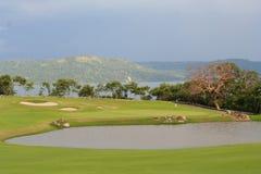 打高尔夫球海洋 免版税库存图片