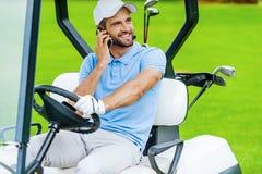 打高尔夫球的了不起的天! 免版税库存图片