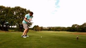 打高尔夫球的人背面图 股票录像