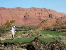 打高尔夫球的红色岩石 免版税库存图片