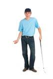 打高尔夫球的英俊的人 免版税库存照片