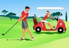 打高尔夫球的年轻夫妇 免版税图库摄影