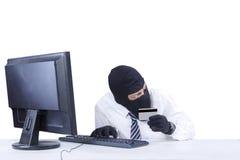 打破信用卡安全2的商人 免版税图库摄影
