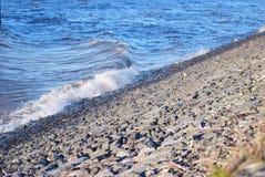 打破水在圆材湖县威克洛爱尔兰 库存照片