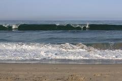 打破的美好的海浪起点 免版税库存图片