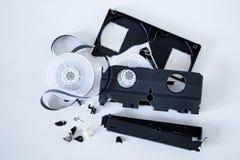 打破的老VHS磁带 库存图片