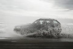 打击SUV的海滩 库存图片