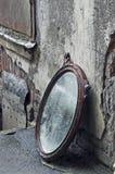 扔出去的镜子老 库存照片