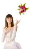扔花束的新娘。 免版税图库摄影