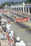 托兰斯地区青年带前进在7月4日游行的, Ojai,加利福尼亚 库存照片