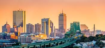 托宾桥梁、Zakim桥梁和波士顿地平线 免版税库存照片
