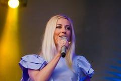 托尼亚Matvienko,知名的乌克兰歌手,在生活音乐会期间的画象在Pobuzke,乌克兰, 15 07 2017年,社论照片 免版税库存图片