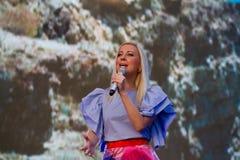 托尼亚Matvienko,知名的乌克兰歌手,在Pobuzke,乌克兰, 15激动人心唱歌,生活音乐会 07 2017年,社论照片 免版税库存图片