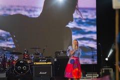 托尼亚Matvienko,知名的乌克兰歌手,阶段画象,生活音乐会在Pobuzke,乌克兰, 15 07 2017年,社论照片 库存照片