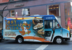 托尼龙` s格栅食物卡车在曼哈顿中城 免版税库存照片