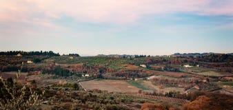 托斯卡纳小山农村乡下风景  库存图片