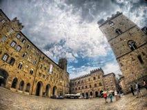 托斯卡纳意大利Voltera古城正方形塔 免版税库存照片