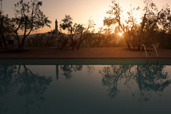 托斯卡纳,在某处日落的一个游泳池在Val d ` Orcia - 05/30/2016 免版税库存照片
