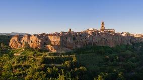 托斯卡纳Maremma的皮蒂利亚诺著名村庄全景  免版税库存照片