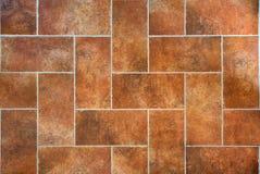 托斯坎传统老难看的东西地板,红色陶瓷粗陶器瓦片 免版税库存图片