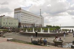 托木斯克,俄罗斯,列宁广场 2017年7月10日 城市的管理 走在城市街道上在夏天 免版税库存图片