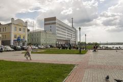 托木斯克,俄罗斯,列宁广场 2017年7月10日 城市的管理 走在城市街道上在夏天 免版税库存照片