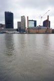 托莱多俄亥俄街市市地平线Maumee河 免版税库存照片