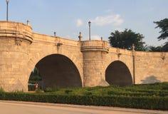 托莱多古老门桥梁  免版税库存照片