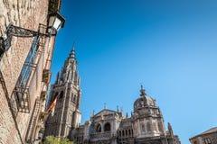 托莱多大教堂的低角度室外视图  免版税图库摄影