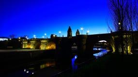 托莱多桥梁,普恩特de托莱多看法用西班牙语,在曼萨纳雷斯河,马德里,西班牙 免版税库存照片