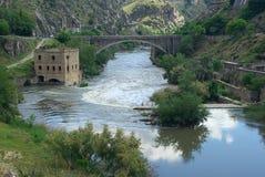 托莱多Puente Nuevo de Alcantara 图库摄影