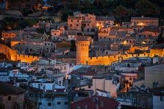 托萨德马尔中世纪老镇在晚上 免版税图库摄影