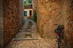 托萨德马尔,卡塔龙尼亚,西班牙, Th古色古香的街道  免版税库存图片