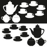托起拉长的现有量查出的水壶茶向量白色 瓷断送新瓷草莓茶时间 茶杯和罐标号组 免版税库存照片